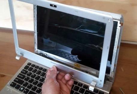 replacing-broken-screen-07